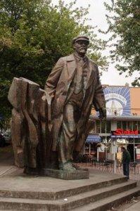 Statue_of_Lenin_Seattle.jpg